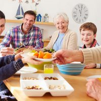 Eat with your family: it's good for both the morale and health of parents and children